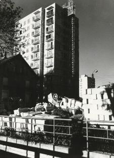 Malbork - kiermasz ; wieżowce [fotografia]