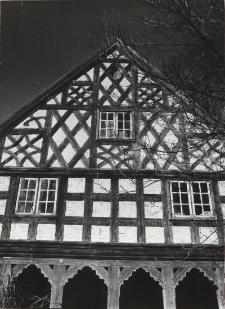 Dom podcieniowy w Złotowie [fotografie]