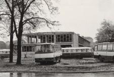 Dworzec PKS w Elblągu ; Kryty basen w Elblągu [fotografie]