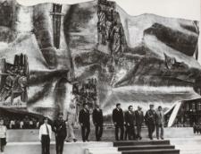 """Pomnik Odrodzenia w Elblągu ; Forma przestrzenna ; """"Pegaz"""" [fotografie]"""