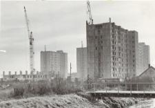 Budownictwo elbląskie (wieżowce na osiedlu Zatorze) [fotografia]