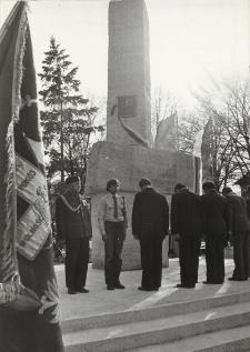 Odsłonięcie pomnika w Nowym Stawie ; Pomnik Odrodzenia w Elblągu [fotografie]