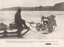 Rybołówstwo zimowe - wyciąganie sieci z przerębla
